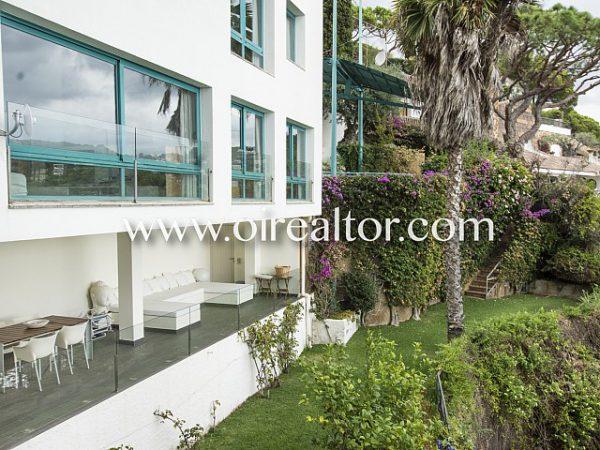 espectacular casa de diseno con vistas privilegiadas 8 600x450 - La Costa Brava se llena de color y dinamismo gracias a esta espectacular casa de diseño