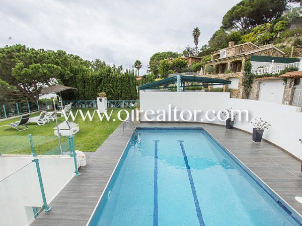 espectacular casa de diseno con vistas privilegiadas 9 600x450 - La Costa Brava se llena de color y dinamismo gracias a esta espectacular casa de diseño