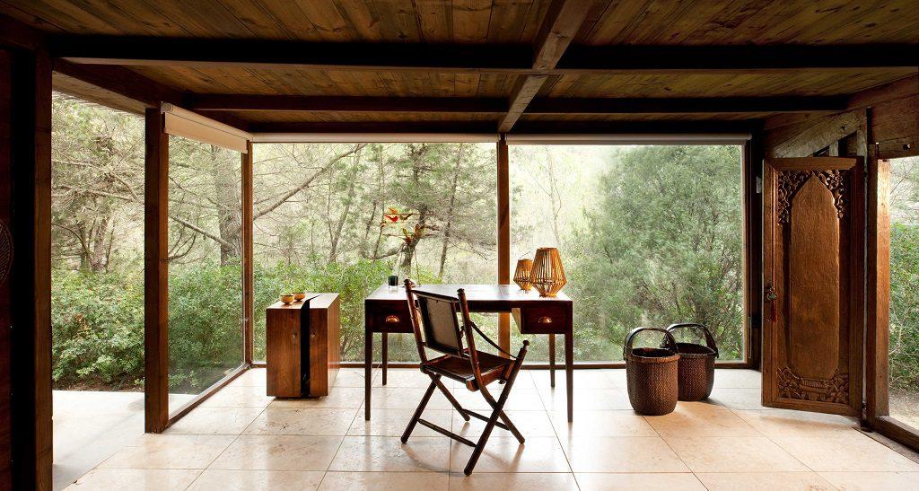 estudio 2 1024x547 - Casa rústica y moderna en Ibiza (Baleares): diseño mediterráneo que enamora