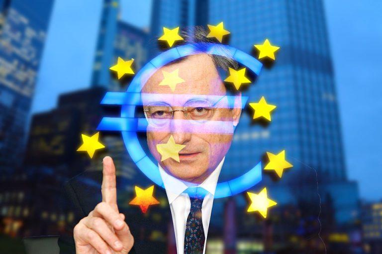 El BCE retrasa la subida de tipos de interés para recortar en compra de deuda pública