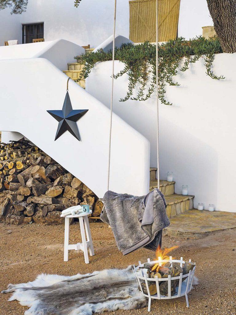 exterior 7 768x1024 - Navidad blanca, sutil y nórdica en un cortijo andaluz de ensueño en Málaga