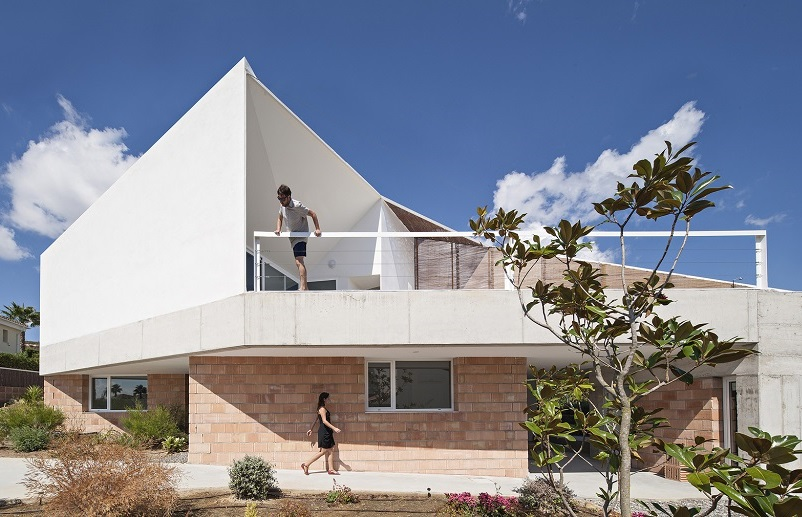 exterior casa1 2 - Casa de los Vientos: Adaptación para el verano en La Línea de la Concepción (Cádiz)