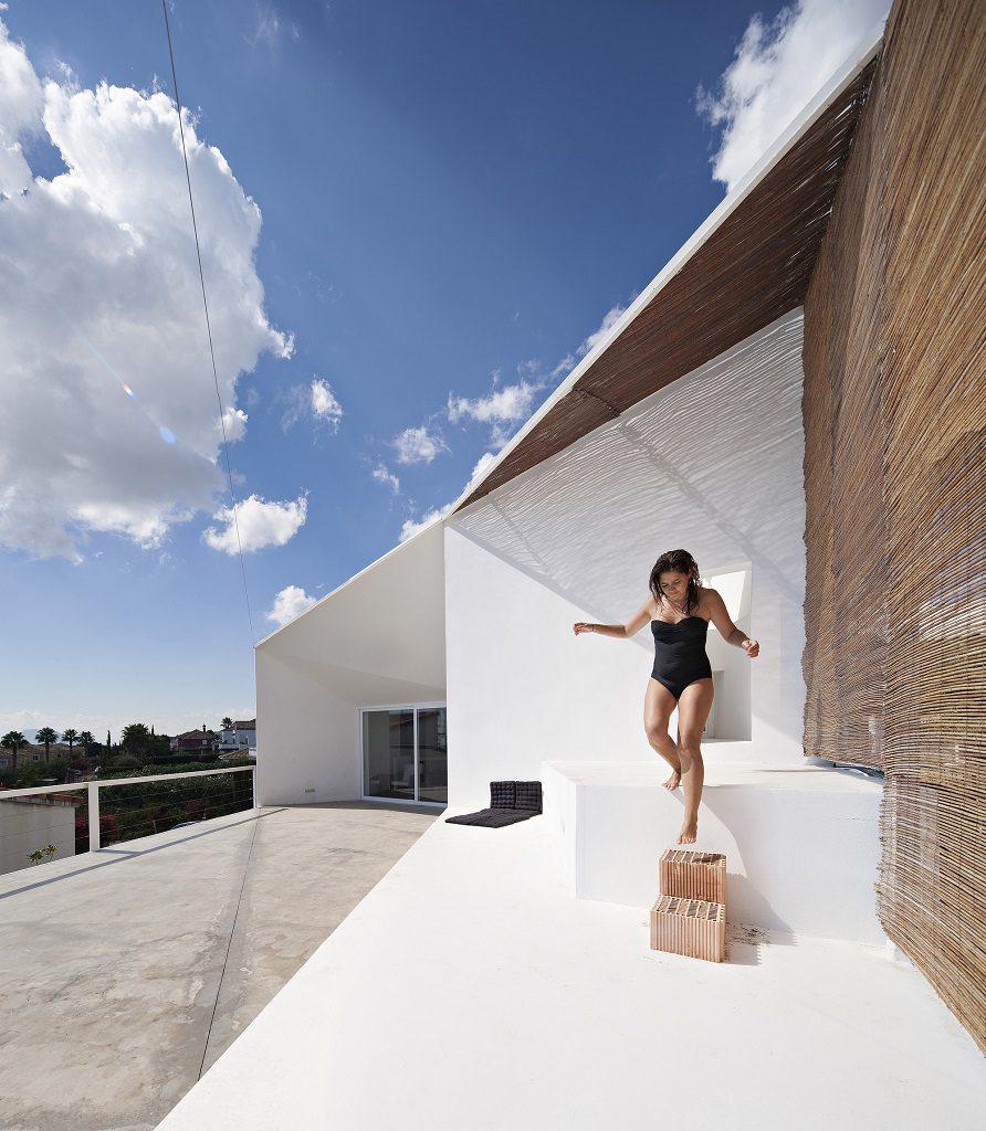 exterior detalleverano 892x1024 - Casa de los Vientos: Adaptación para el verano en La Línea de la Concepción (Cádiz)