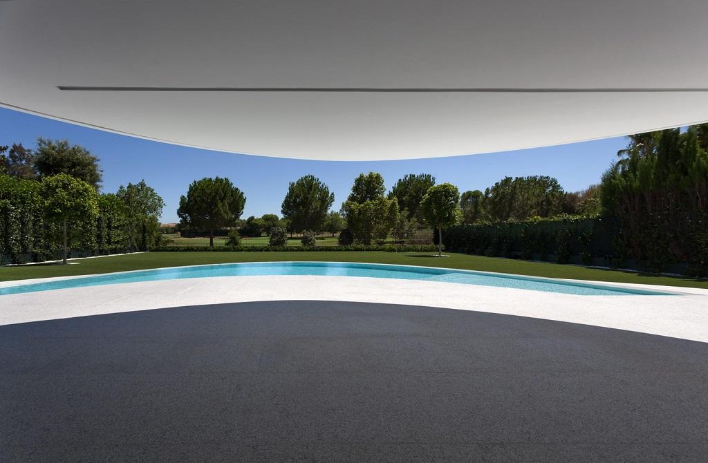 exterior elipsis - Espectacular casa de diseño elíptico en el campo de golf de Bétera, Valencia