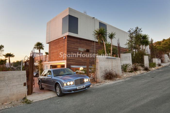 exterior entrada - Preciosa y moderna villa llena de exclusividad en Benidorm, Costa Blanca