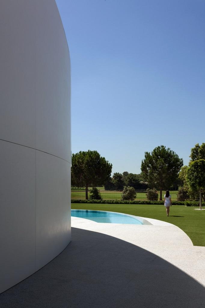 exterior golf - Espectacular casa de diseño elíptico en el campo de golf de Bétera, Valencia