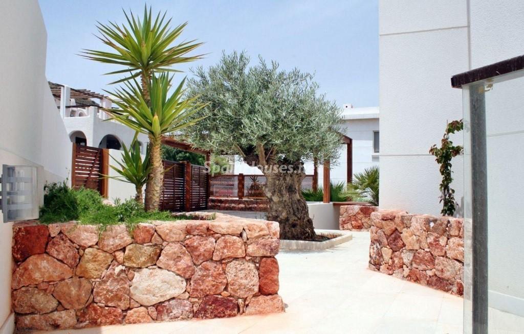 exterior jardin 1024x654 - Coqueto chalet a estrenar con bonitas vistas al mar en San José (Cabo de Gata, Almería)