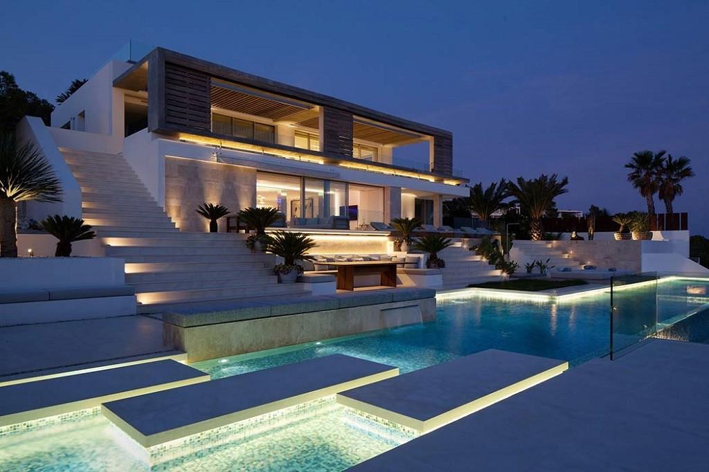 exterior nocturna 2 1024x682 - Espectacular y moderna villa en Roca LLisa (Ibiza): sereno minimalismo con vistas