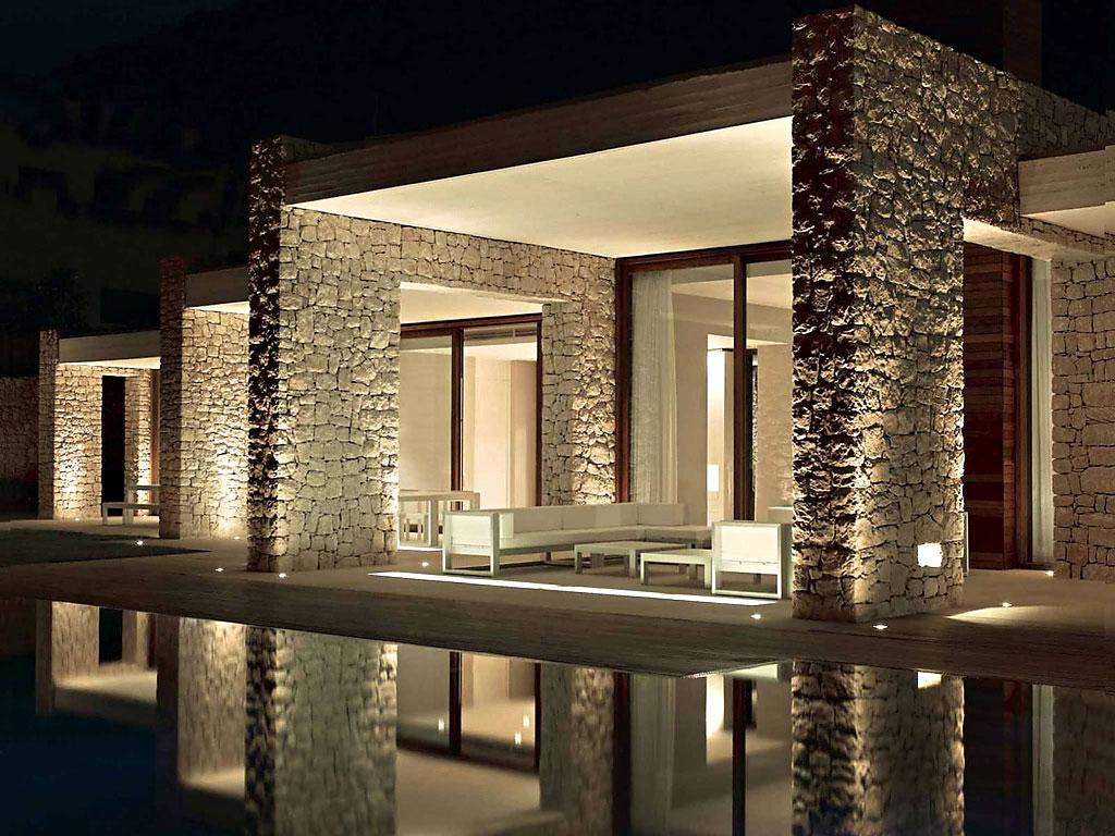 exterior nocturna reflejos - Muros de piedra y patios en busca de luz en una espectacular casa en Valencia