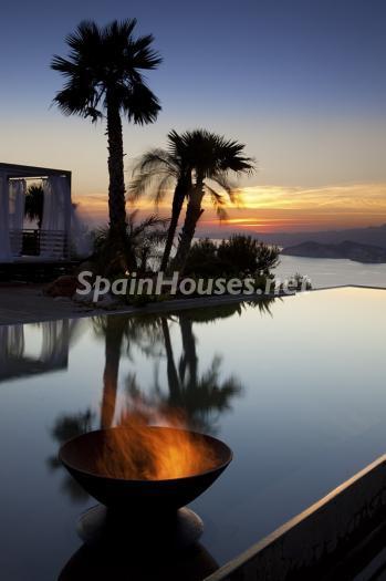 exterior nocturna12 - Preciosa y moderna villa llena de exclusividad en Benidorm, Costa Blanca