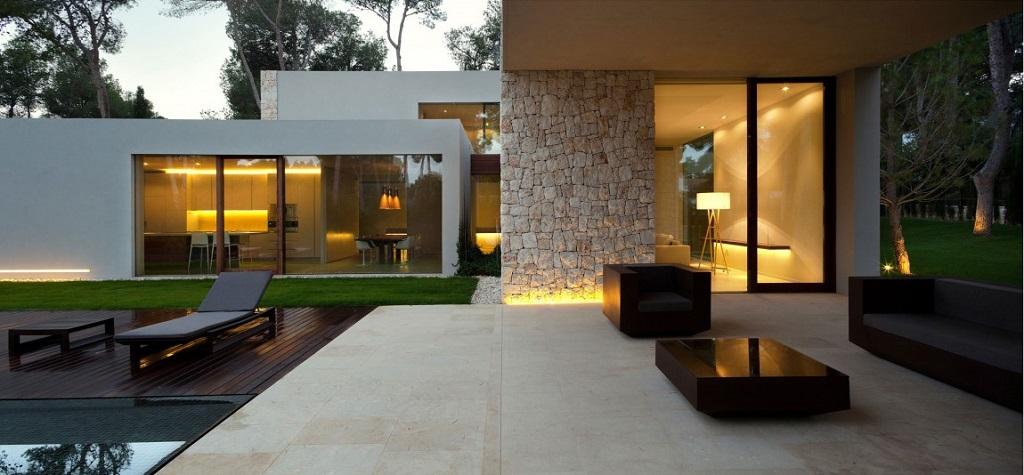exterior porche - Casa El Bosque (Chiva, Valencia): diseño moderno con distintos grados de intimidad