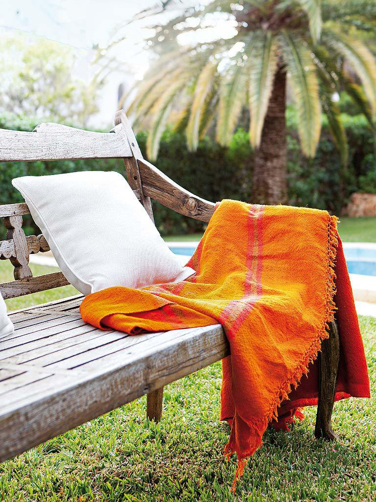 exterior relax 2 768x1024 - Fantástica casa luminosa y natural en Jávea (Costa Blanca), llena de color y toques étnicos