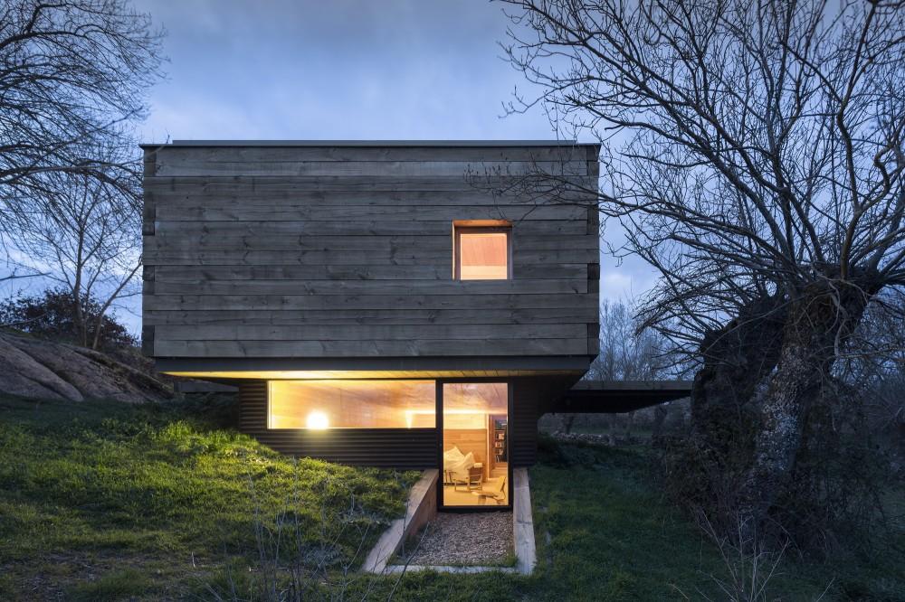 exterior tarde - Genial casa de diseño moderno y minimalista en los campos de Castilla