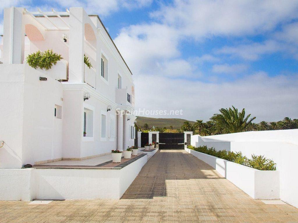 exterior1 1 1024x768 - Costa Teguise (Lanzarote, Las Palmas): Escapada de invierno al sol de Canarias