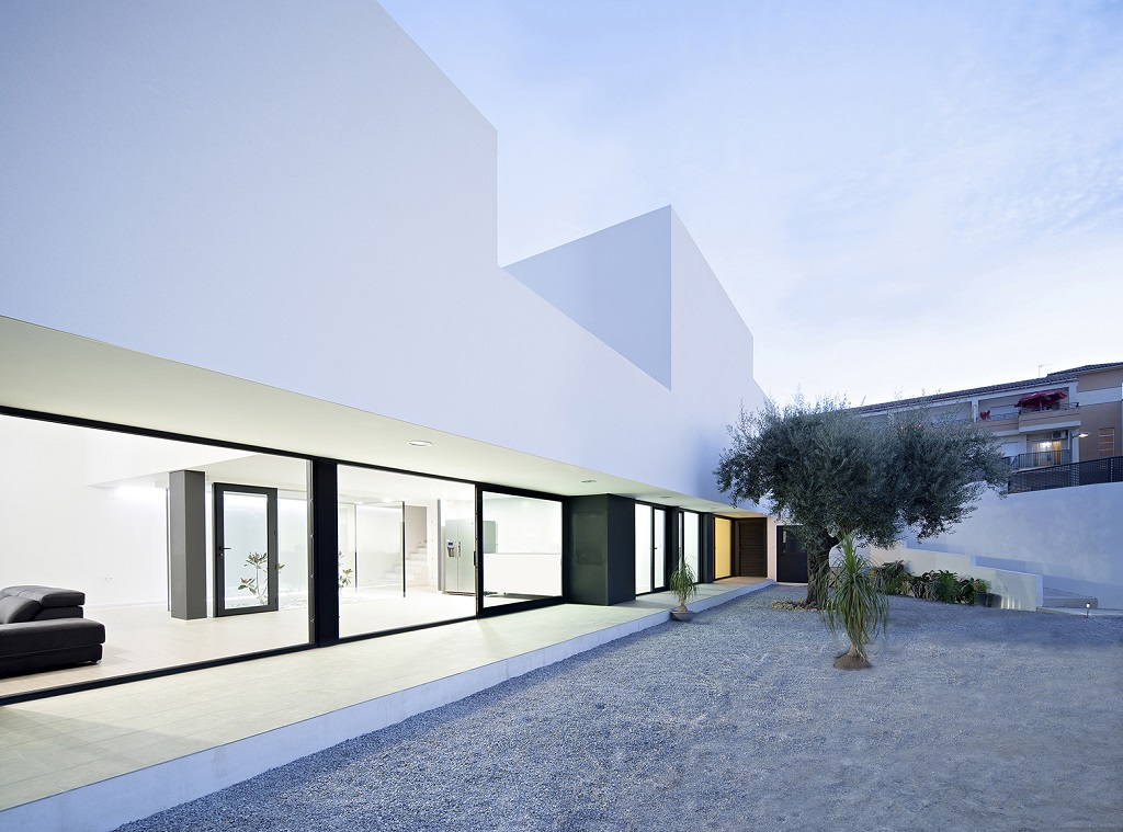 exterior14 - Preciosa casa en Granada de líneas puras y blanco minimalista