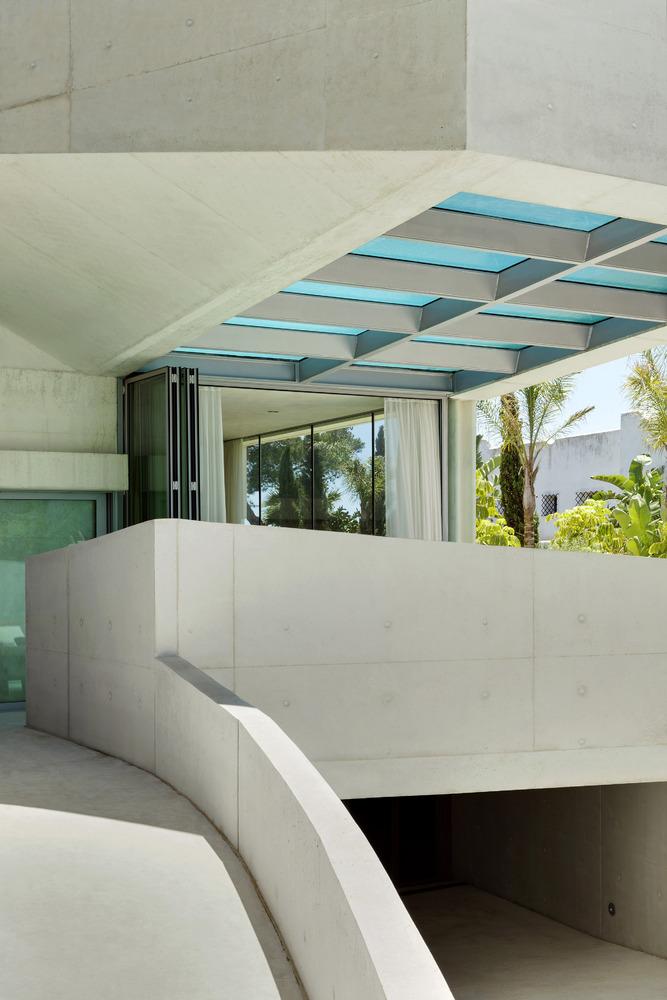 exterior19 - Genial casa en Marbella y una espectacular piscina transparente en el techo para disfrutar
