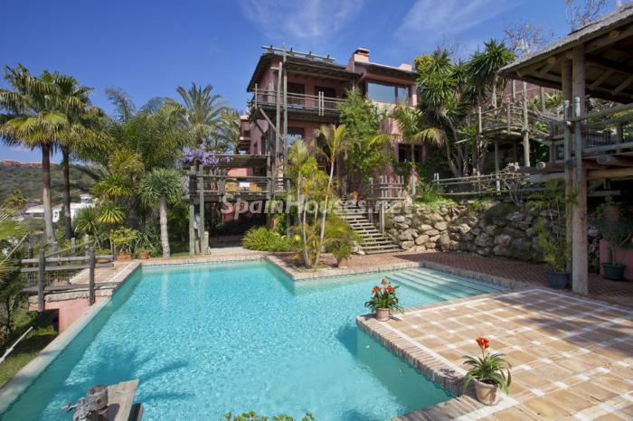 exterior2 - Genial villa de vacaciones en El Rosario, Marbella, con una preciosa decoración oriental