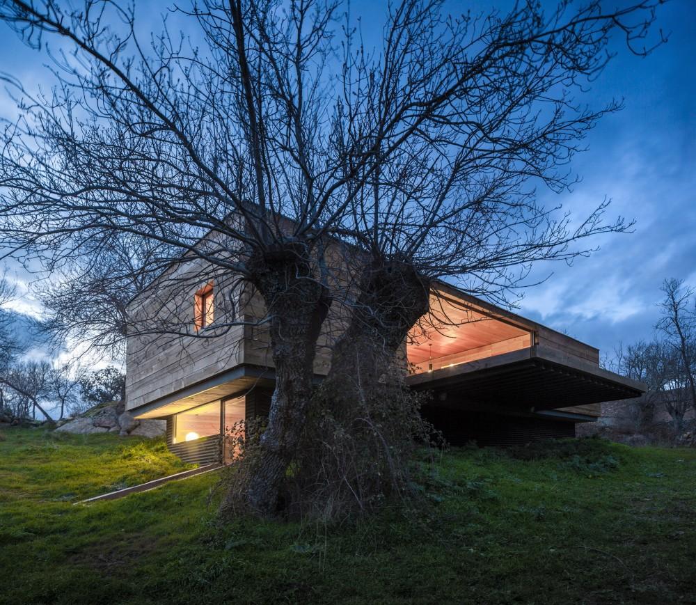 exterior22 - Genial casa de diseño moderno y minimalista en los campos de Castilla