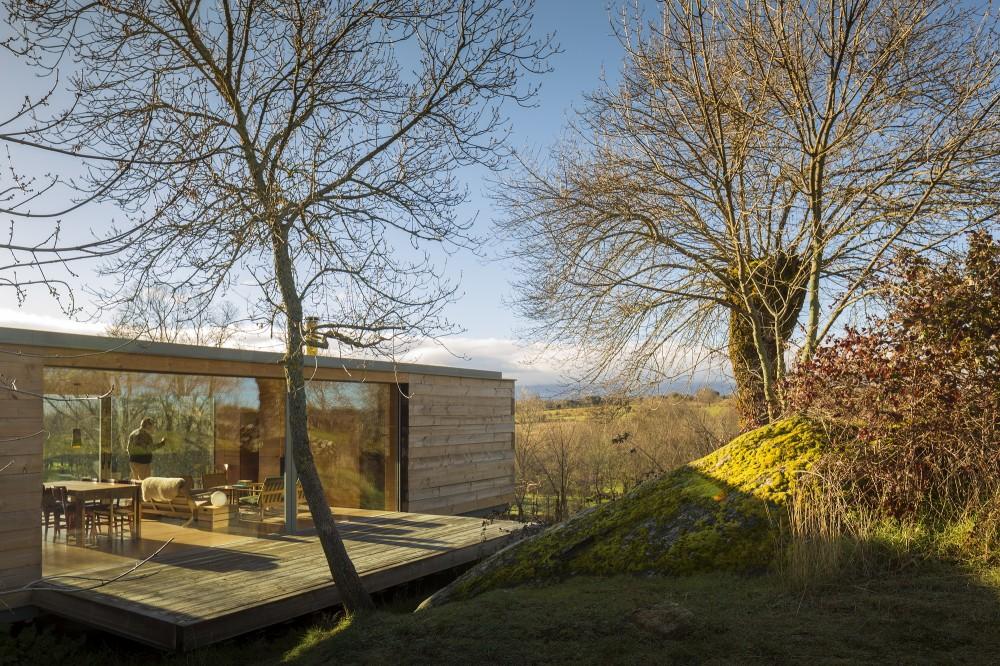 exterior5 - Genial casa de diseño moderno y minimalista en los campos de Castilla