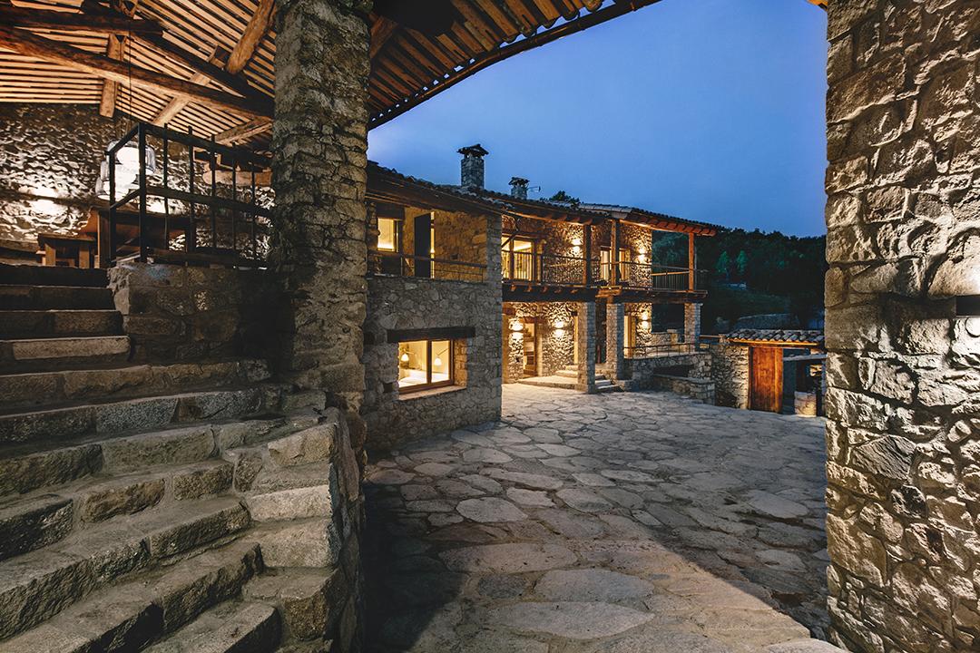 exteriornocturna - La calidez de la madera en una fantástica casa rehabilitada en La Cerdaña catalana