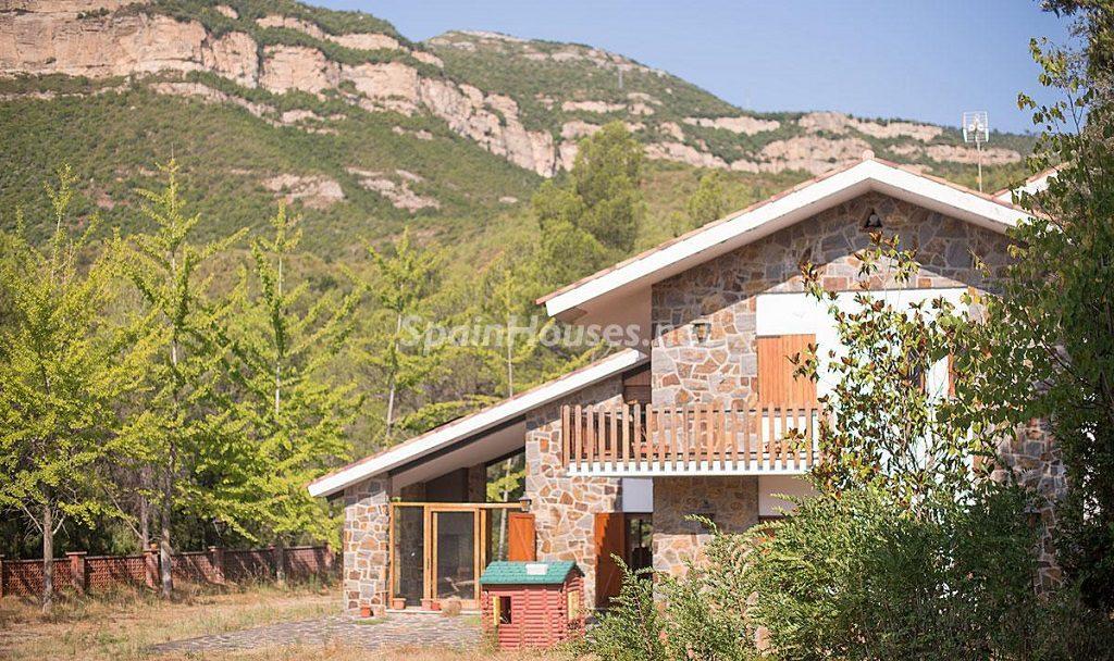 figaromontmny barcelona 1024x608 - Otoño en 12 preciosas casas en la montaña ideales para disfrutar de la naturaleza