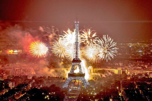 fin de ano Paris 600x400 - Destinos increíbles para despedir el 2017 y pasar una nochevieja diferente