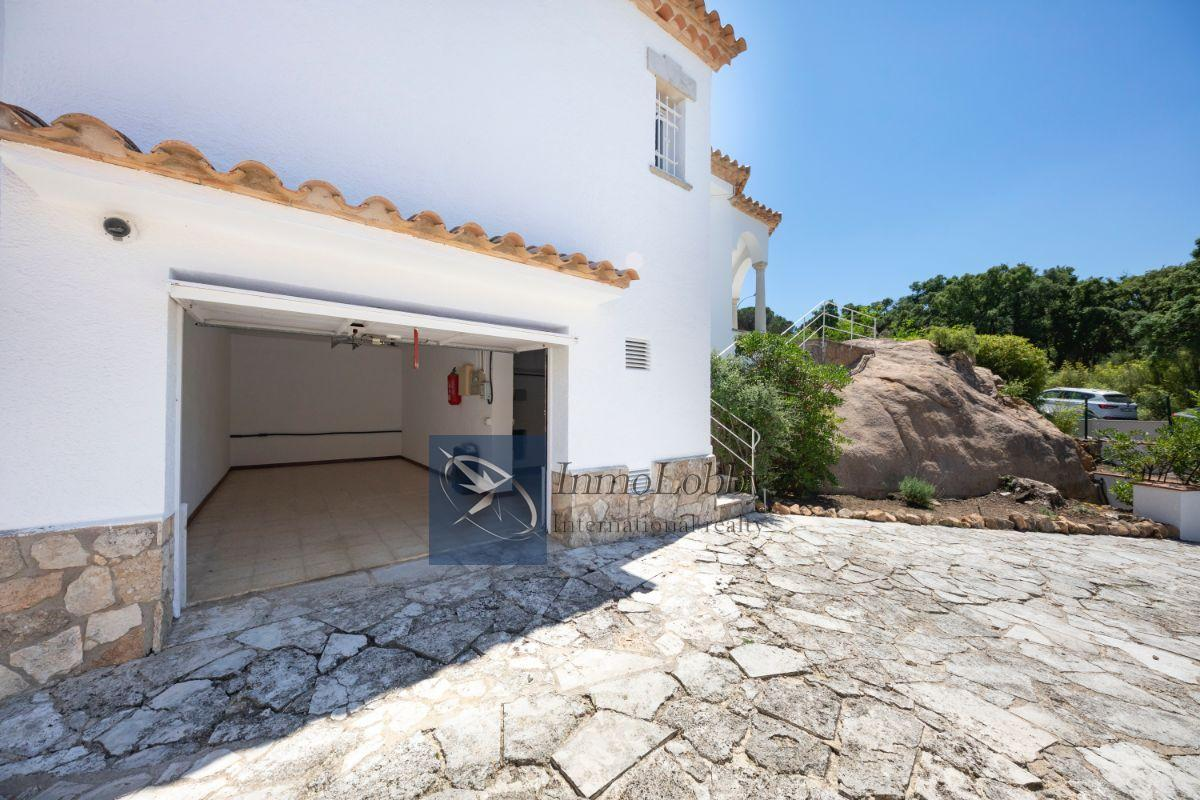 garage 1 - Exclusiva vivienda en la que sentir el corazón de la Costa Brava