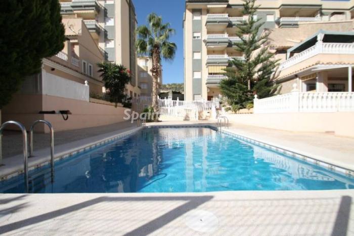 guardamar del segura - 15 bonitos pisos de 3 dormitorios con jardines y piscina por menos de 150.000 euros