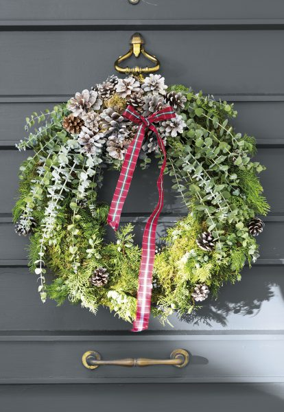 h8b6938 889d2a32 414x600 - Ideas para decorar recibidores en Navidad