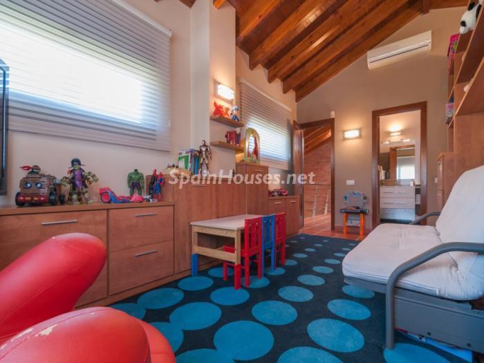 habitacionjuegos - Fusión de ambientes en una elegante casa en Castelldefels (Barcelona)