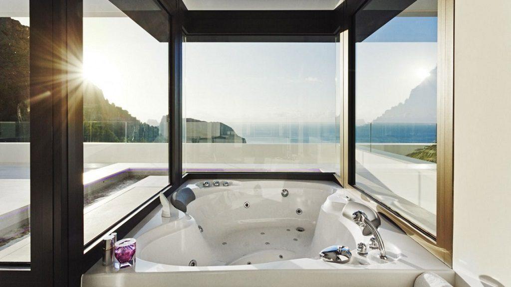 hidromasaje vistas 1024x576 - Altea Hills: Villas de diseño mediterráneo con vistas al mar en Costa Blanca (Alicante)
