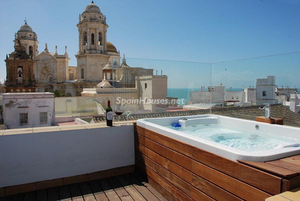 hidromasajeyvistas 1024x685 - Ático en alquiler de vacaciones en Cádiz, ideal para el puente o el carnaval