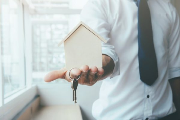 hipoteca3 1 600x400 - Aumenta en un 10% las hipotecas concedidas en España