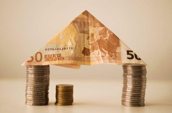 house money capitalism fortune 12619 600x397 - El precio de la vivienda en Madrid se dispara en un 20%