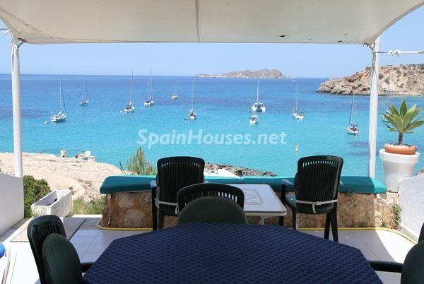 Vistas al mar desde una casa en Ibiza, Islas Baleares