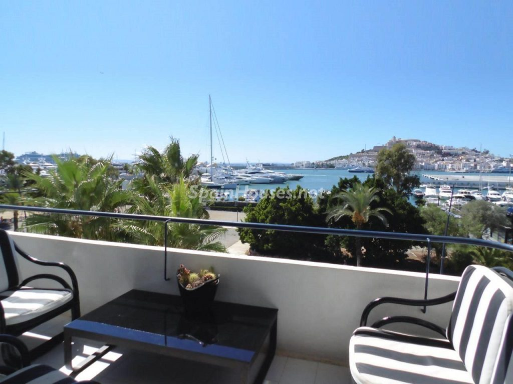 ibiza baleares 16 1024x768 - Veranos de lujo en 19 espectaculares terrazas junto al mar