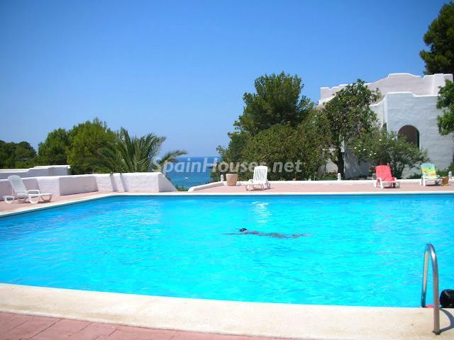 ibiza baleares 7 - Sugerencias refrescantes para el verano: 19 pisos con piscina en la ciudad o junto al mar