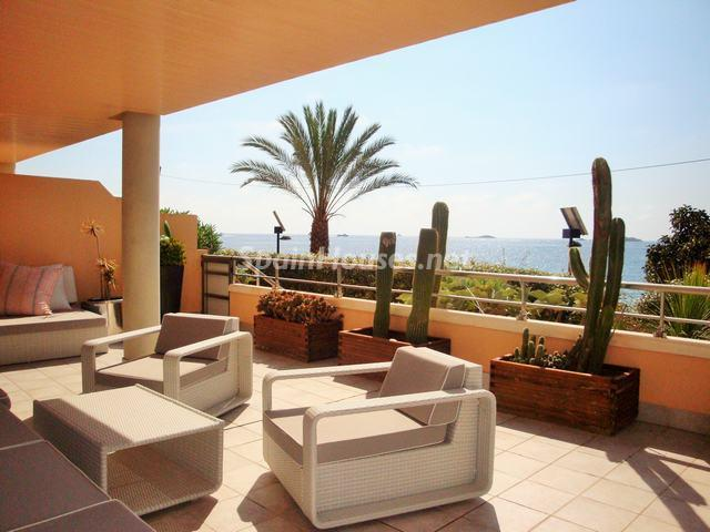 ibiza baleares 9 - 12 áticos, pisos y apartamentos con espectaculares y modernas terrazas que miran al mar