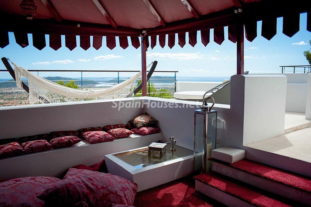ibiza baleares1 2 1024x682 - Porche, piscina, hamaca o tumbona: 15 rincones de verano para el descanso y el relax