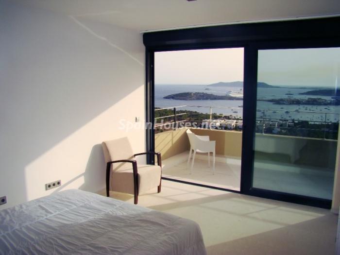 ibiza baleares4 - 5 fantásticas casas y 3 bonitos pisos con geniales dormitorios que miran al mar