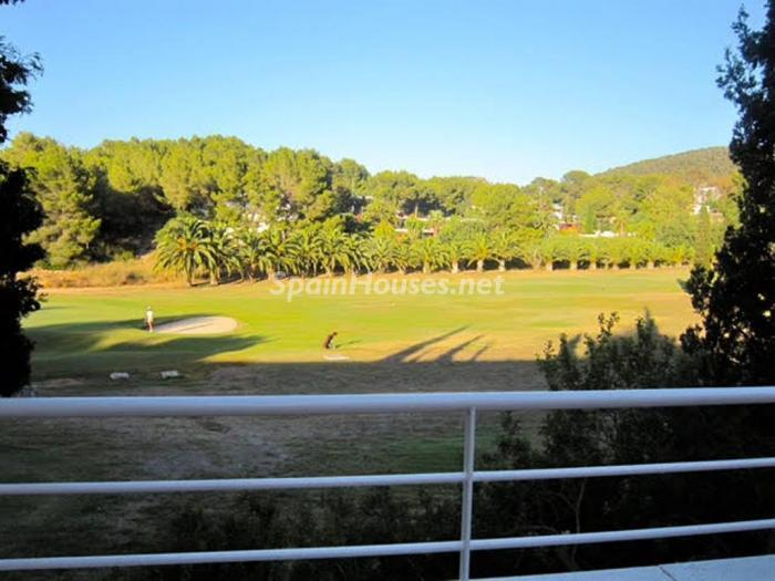 ibiza2 - Verde, sol y mar: 19 fantásticas viviendas a buen precio en campos de golf en España