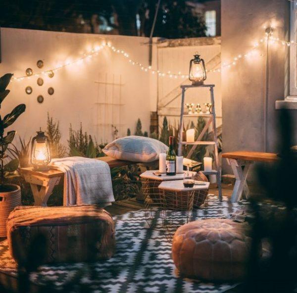 iluminacion terraza 600x592 - Ideas para decorar una azotea o patio pequeño y crear un espacio del que disfrutar