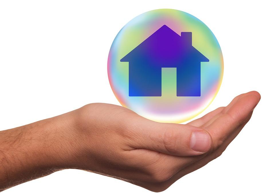 insurance 1991226 960 720 2 - ¿Cuales son los siniestros de hogar más comunes?