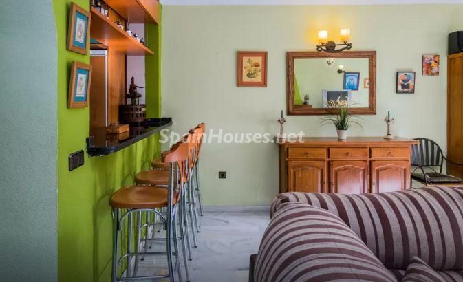 interior barraamericana - Luz, sol y mar en un precioso chalet en alquiler en Benajarafe (Costa del Sol, Málaga)