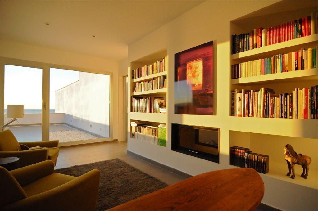 interior biblioteca 1024x680 - Unas vacaciones de ensueño en Punta de la Mona, La Herradura (Granada), frente al mar