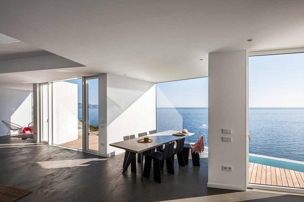 """interior saladeestar - """"Casa Girasol"""" en Costa Brava, o las múltiples y geniales vistas entre la montaña y el mar"""