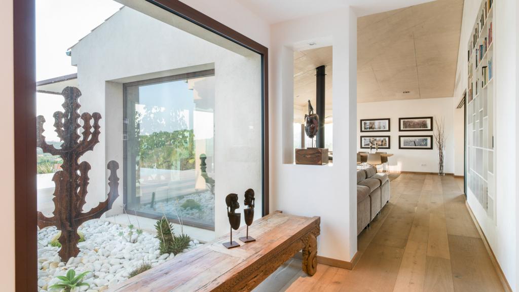 interior4 - Casa en Mallorca de estilo moderno y minimalista con la acogedora calidez mediterránea
