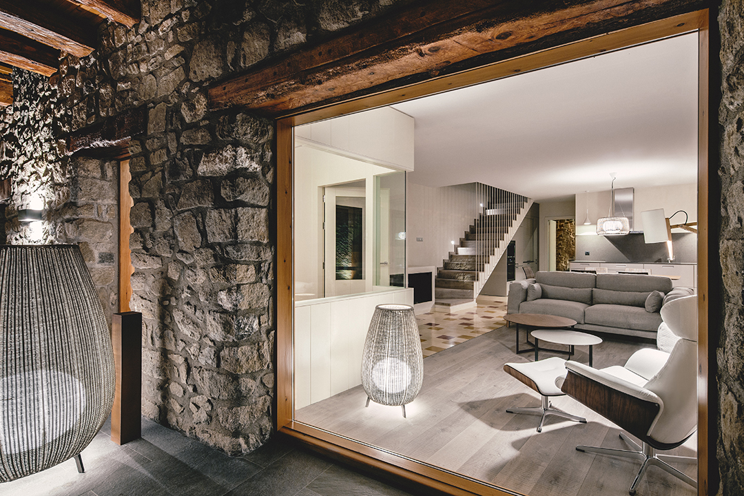 interiornocturna - La calidez de la madera en una fantástica casa rehabilitada en La Cerdaña catalana