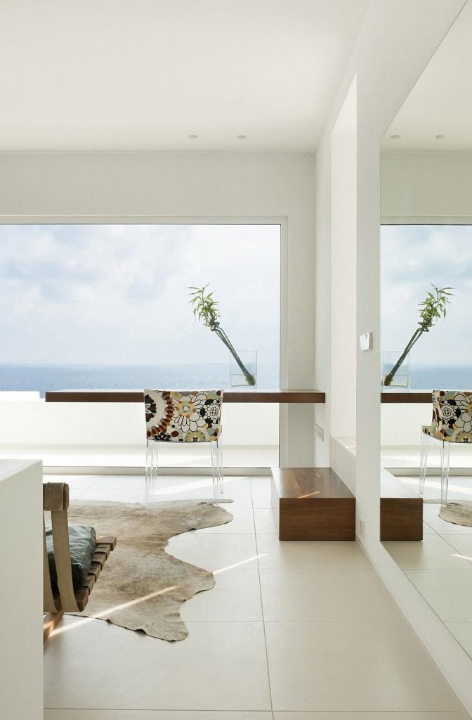 interiorvistas1 - Preciosa villa en Ibiza de espectacular y radiante blanco minimalista junto al mar