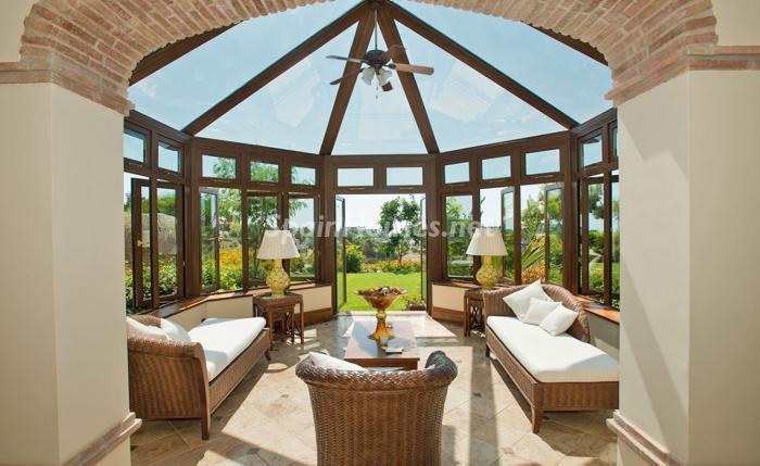 jardín2 - Espectacular villa llena de romanticismo, elegancia y lujo en Benahavís (Costa del Sol)
